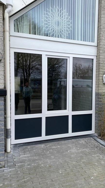 Weg garagedeur, hallo geweldig mooi kunststof kozijn op 4/3